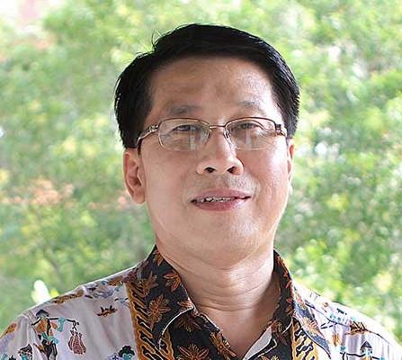 Dr. Hendra Tedjasuksmana, M.Hum